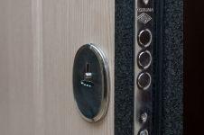 Входная металлическая дверь ФорпостБел. Модель Ф-01. Дополнительный замок изнутри.