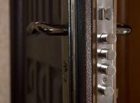 Входная металлическая дверь Форпост. Модель В-1. Основной замок.