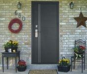 Входная металлическая дверь Форпост. Модель С-128. Вид в экстерьере